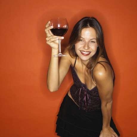 Um estudo constatou que o consumo moderado de álcool diminuiu 30% o risco de diabetes em mulheres