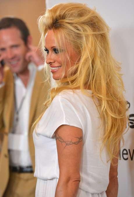 <p><strong>Pamela Anderson y Tommy Lee</strong> también protagonizaron en su día un video pornográfico. Sin duda alguna uno de los más apreciados por el público, pues la famosa exvigilante de la playa y sus 'atributos' son de los más deseados de las últimas décadas.</p>