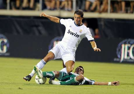 Juan Pablo Rodriguez attempts to take the ball away from Cristiano Ronaldo.