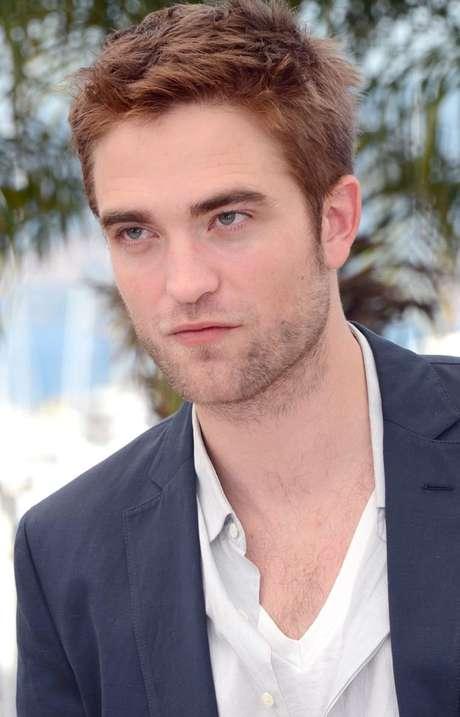 Robert Pattinson sospecha que Kristen tiene un amorío con un amigo. El actor acusa a Agnelli de acostarse con la actriz de 22 años y hasta le llamó de madrugada para cuestionarle si la ha tocado.
