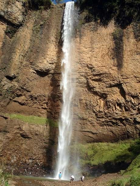 A queda da Cachoeira do Saltão é de 75 m - altura de um prédio de 25 andares
