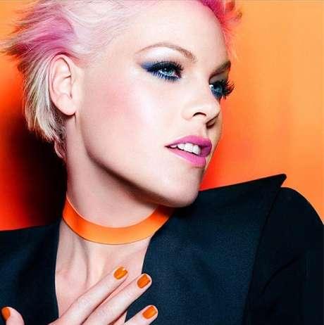 A cantora comemorou a campanha com seus fã pelo Instagram