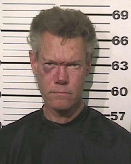 El cantante country Randy Travis, quien está acusado de conducir en estado de ebriedad, en una fotografía proporcionada por la oficina del jefe de policía del condado de Grayson, Texas. Las autoridades informaron que Travis fue detenido el miércoles 8 de agosto de 2012 y deberá presentarse ante un juez en Sherman, Texas.