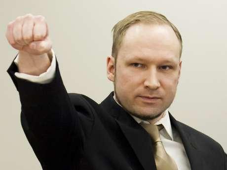 La revista alemana Der Taggspiegel llegó al extremo de señalar que dos autores de masacres recientes (Anders Behring Breivik, que mató a 77 personas en Noruega, y James Holmes, que mató a 12 en un cine de Estados Unidos) tenían una característica en común: ninguno participaba de redes sociales.