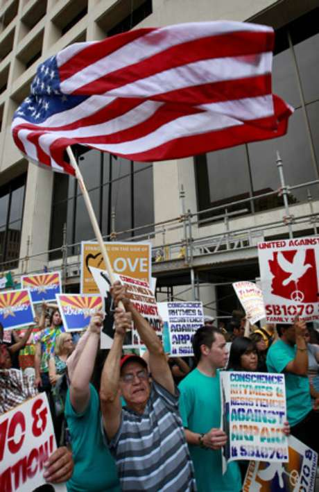 Un grupo de inmigrantes protesta contra la Ley Arizona.