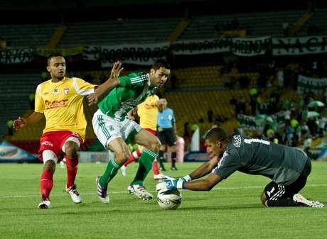 Independiente Santa Fe y Atlético Nacional empataron 2-2 en el partido de ida de los octavos de final de la Copa Postobón