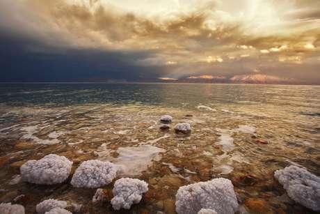 A 424 metros abaixo do nível do mar, a costa do Mar Morto é o ponto mais baixo da Terra