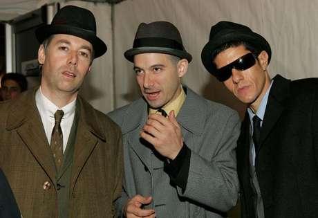 Beastie Boys con Adam Yauch (MCA), al extremo izquierdo.