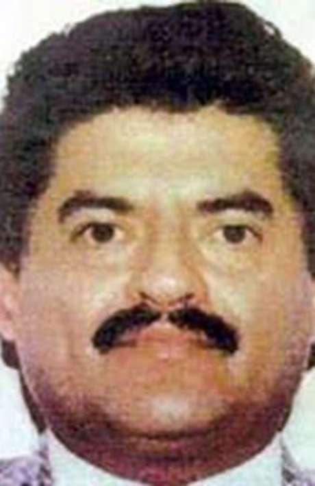 Por el líder del cartel del Pacífico, Juan José Esparragoza Moreno, alias 'El Azul', las autoridades mexicanas ofrecen 400.000 dólares. Este capo enfrenta delitos de delincuencia organizada y contra la salud. Por su parte el FBI ofrece $5 millones de dólares por su captura.