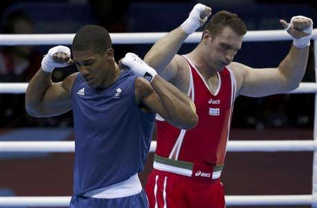 Britain's Anthony Joshua (L) celebrates after he was declared the winner over Italy's Roberto Cammarelle following their Men's Super Heavy (+91kg) gold medal boxing match at the London Olympics August 12, 2012.