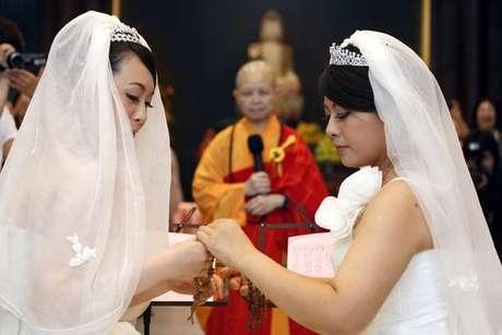 Una pareja de mujeres protagonizó la primera boda homosexual budista.