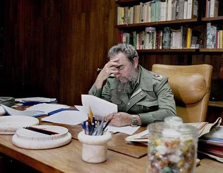 Fidel Catro gobernó Cuba por casi 50 años. Por una enfermedad traspasó el poder a su hermano Raúl.