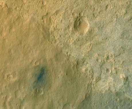 El robot explorador Curiosity, que buscará determinar si Marte alguna vez albergó vida, lleva poco más de una semana en el planeta rojo. En la imagen, tomada por la Mars Reconnaissance Orbiter, se ve la zona donde descendió Curiosity. (Con textos de BBC Mundo y EFE)