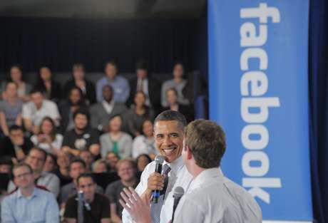 Obama realizó una asamblea comunitaria con el fundador de Facebook, Mark Zuckerberg.