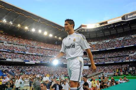 His presentation with Real Madrid, in 2009, was before a sold-out Santiago Bernabeu stadium.