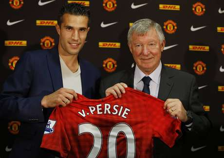The player poses with manager Alex Ferguson at a news conference at Old Trafford in Manchester, northern England, August 17, 2012.
