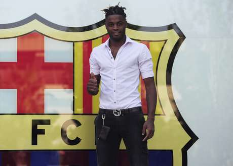 Alex Song is presented at Barcelona after signing his contract.