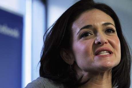 Sheryl Sandberg, la hoy mano derecha de Mark Zuckerberg, es directora operativa de Facebook. Ella en la preparatoria daba clases de aerobics, hoy tiene un valor estimado de 1,600 millones de dólares.