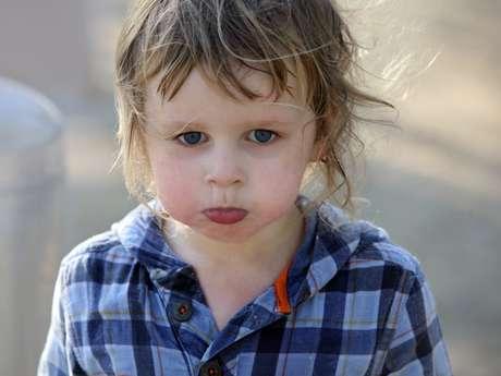 Na hora de controlar e ensinar o seu filho, é importante manter a calma e falar apenas o necessário