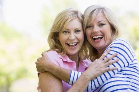 Segundo estudo, 34% das mulheres conheceram as melhores amigas na época da escola