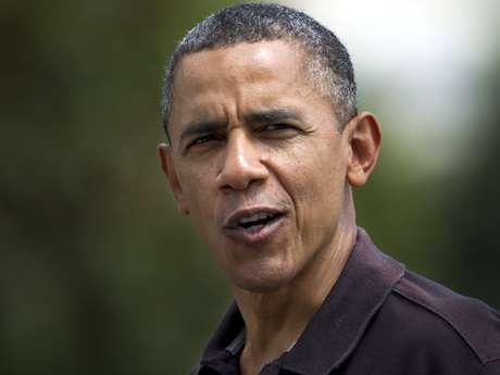 """El presidente Barack Obama le dice a periodistas que se siente """"más viejo"""" cuando le preguntan sobre su cumpleaños, mientras llega a la Casa Blanca, en Washington, el domingo 5 de agosto de 2012."""