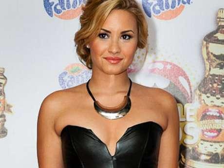 """Demi Lovato fue la sensación de la noche, durante la ceremonia de entrega de los """"Irresistible Awards"""", donde obtuvo tres galardones entre ellos el de """"Artista Más Irresistible""""."""