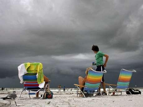 La tormenta tropical Isaac avanzaba sobre el Caribe y podría convertirse en un huracán que amenazaría el lunes la costa de Florida, Estados Unidos, en el inicio de la Convención Nacional Republicana en Tampa.