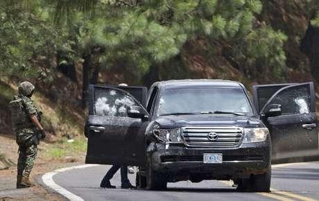 Así quedó la camioneta de los diplomáticos de Estados Unidos que fueron atacados por la policía de México, cerca a Cuernavaca.