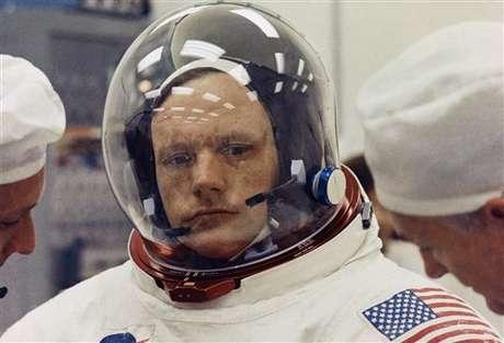 """Hace 43 años, Neil Armstrong se convertía en el primer hombre que pisaba la Luna, realizando uno de los sueños más antiguos de la humanidad. El 20 de julio de 1969, Armstrong comprendió el alcance histórico del evento, seguido en directo por cientos de millones de telespectadores, y pronunció una frase legendaria: """"es un pequeño paso para el hombre, un paso gigante para la humanidad"""". Sólo otros 11 hombres a lo largo de la historia tuvieron el mismo privilegio. Conócelos a continuación."""