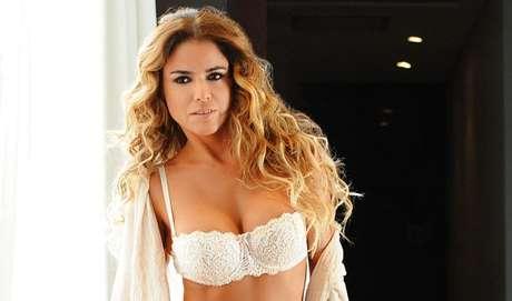 """Marina Calabró sigue decidida a mostrar su escultural cuerpo y ahora fue la en una producción de la Revista Paparazzi en la que se la pudo ver casi desnuda sobre un ring de boxeo. Repasá las fotos más hot de la panelista de """"Infama"""""""
