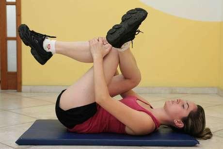 Série de exercícios pode ser feito em casa para ativar a circulação sanguínea e prevenir o surgimento das dilatações de veias na perna