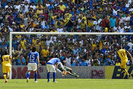 The penalty blocked by Jose de Jesus Corona in the Clausura 2012 was a double edged disappointment. America would end up drawing 2-2 with Cruz Azul, when the penalty would have given America the 3-1 lead, and the miss forced the striker to have to share the scoring title with Ivan Alonso of Toluca.