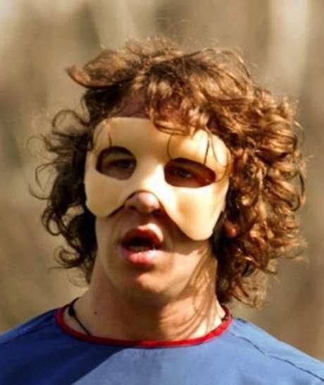 Será la tercera vez que Puyol use una máscara protectora