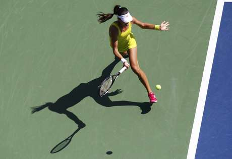 Ana Ivanovic of Serbia hits a return to Elina Svitolina of Ukraine during their women's singles match at the U.S. Open tennis tournament in New York August 28, 2012. REUTERS/Jessica Rinaldi (UNITED STATES  - Tags: SPORT TENNIS)