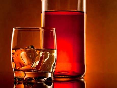 Conheça as principais etapas de produção de uma das bebidas mais consumidas do mundo, o uísque
