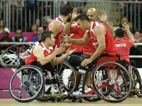 Estados Unidos comenzó el torneo de baloncesto masculino en silla de ruedas con una derrota. En el primer partido de la competición, por el Grupo A, la selección estadounidense perdió con Turquía 59-50.