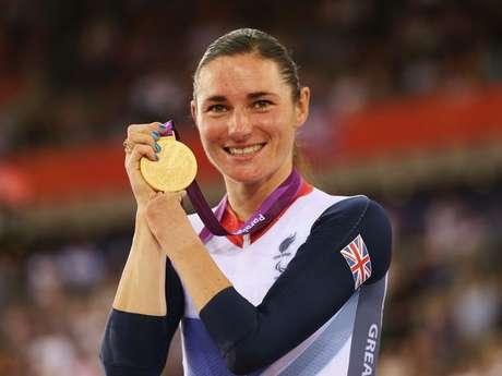 La ciclista Sarah Storey conquista la primera medalla de oro en los Juegos Paralímpicos de Londres 2012 para los locales.