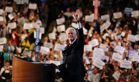 """Pero sin dudas, el plato fuerte de la noche fue el discurso del ex presidente Bill Clinton. Su presentación era esperada, y no falló. Primero intentó demostrar las diferencias entre los republicanos que siempre buscan la discrepancia. """"La facción que domina al partido republicano piensa que el gobierno es el enemigo y que ellos siempre tienen la razón. Nunca aprendí a odiar a los republicanos como la ultraderecha de hoy parece odiar a Obama"""", disparó Clinton."""