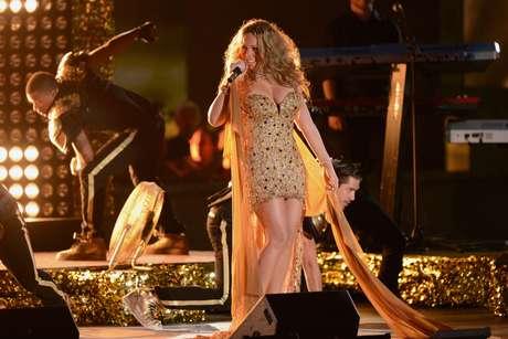 Glamour, pasión y entrega, derrocha Mariah en cada espectáculo que realiza.