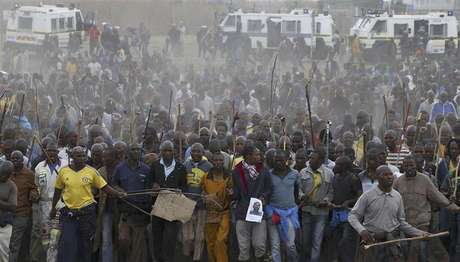 Mineworkers take part in a march at Lonmin's Marikana mine in South Africa's North West Province, September 5, 2012.