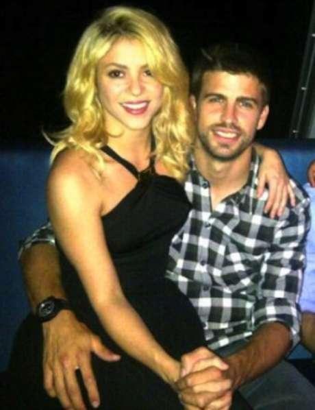 """<p>La revista española Intervieu reportóque un agente de talentos de Barcelona ofreció la venta del polémico video sexual de Shakira y Piqué. Según la revista, el agente de talento afirma: """"El video dura unos 15 minutos .... Es filmado con un teléfono celular, lo que supongo, pertenecía al empleado de Shakira, quien estuvo en el timón del barco esa noche. Las imágenes no son claras y está fuera de foco"""".</p>"""
