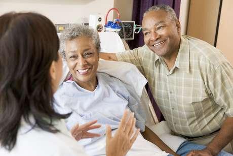 Segundo estudo, as mulheres casadas tiveram a melhor taxa de sobrevivência aos tratamentos contra câncer no pulmão, enquanto os homens solteiros apresentaram a pior