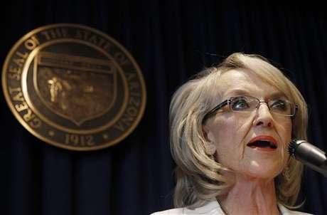 Jen Brewer, gobernadora de Arizona, contenta con la decisión de la Corte.