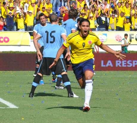 Falcao anotó el primer gol de Colombia, que iniciaba con pie derecho y se tomaba confianza con la ventaja tempranera.