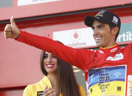 "Team Saxo Bank rider leader of the race Alberto Contador of Spain celebrates after the 20th stage of the Tour of Spain ""La Vuelta"" cycling race between La Faisanera Golf and Bola del Mundo September 8, 2012.  REUTERS/Miguel Vidal (SPAIN - Tags: SPORT CYCLING)"