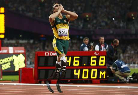 Oscar Pistorius of South Africa celebrates winning the Men's 400m T44 Final during the London 2012 Paralympic Games at the Olympic Stadium in London September 8, 2012. REUTERS/Andrew Winning (BRITAIN - Tags: SPORT OLYMPICS ATHLETICS)