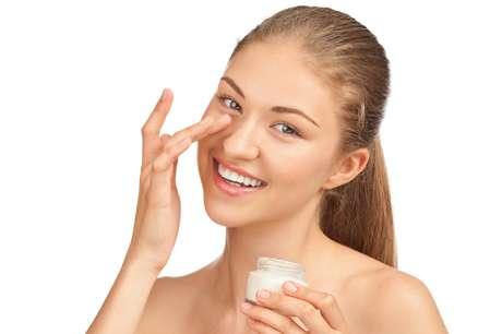 Solução para quem tem pavor de agulhas, toxina botulínica em forma de creme promete eliminar rugas ao redor dos olhos e ainda revigorar instantaneamente a cútis