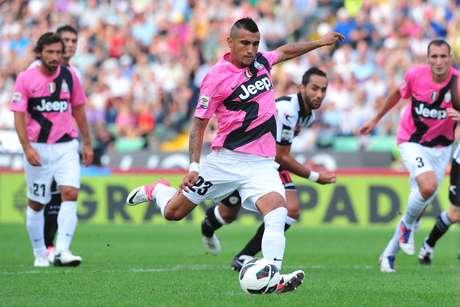 Un cambio curioso fue en el uniforme suplente de Juventus, en la temporada 2011-2012. En vez del color blanco los italianos cambiaron para una camisa rosa con detalles en negro.