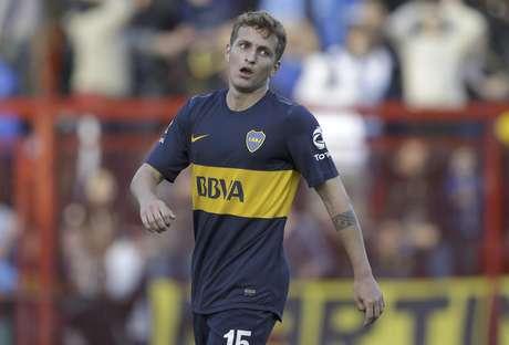 El jugador de Boca Juniors, Nicolás Colazo, gesticula tras fallar una oportunidad de anotar contra Argentinos Juniors en el campeonato argentino el domingo, 9 de septiembre de 2012, en Buenos Aires.