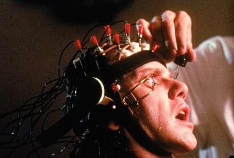 A Clockwork Orange (1971, Stanley Kubrick). La adaptación del gran Kubrick de la controversial novela de Anthony Burgess recibió la temible clasificación X, igual a una película pornográfica, y eso limitó su distribución e ingresos. La excesiva violencia -que en realidad el director critica- no fue entendida y, por el contrario, hasta la fecha el filme ha sido señalado de condonar el uso de la violencia.